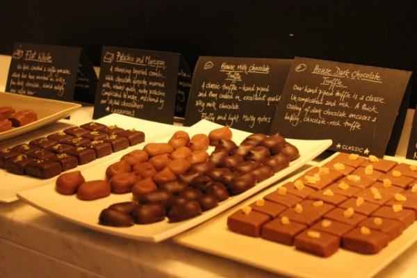 カカオからのチョコ作り体験を東大で!