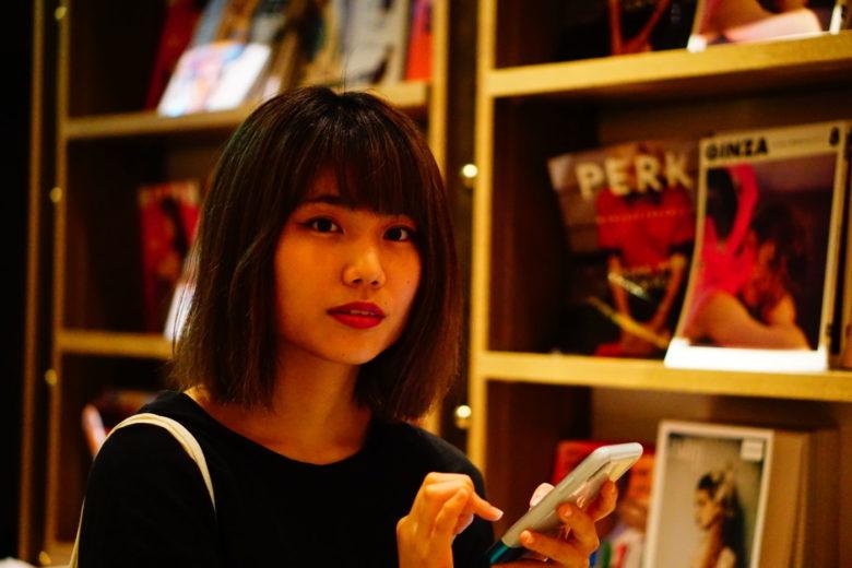 自分の美学とセンスを信じて突き進んでいく先にあるものとは。村岡紗綾さんに、迫ります。